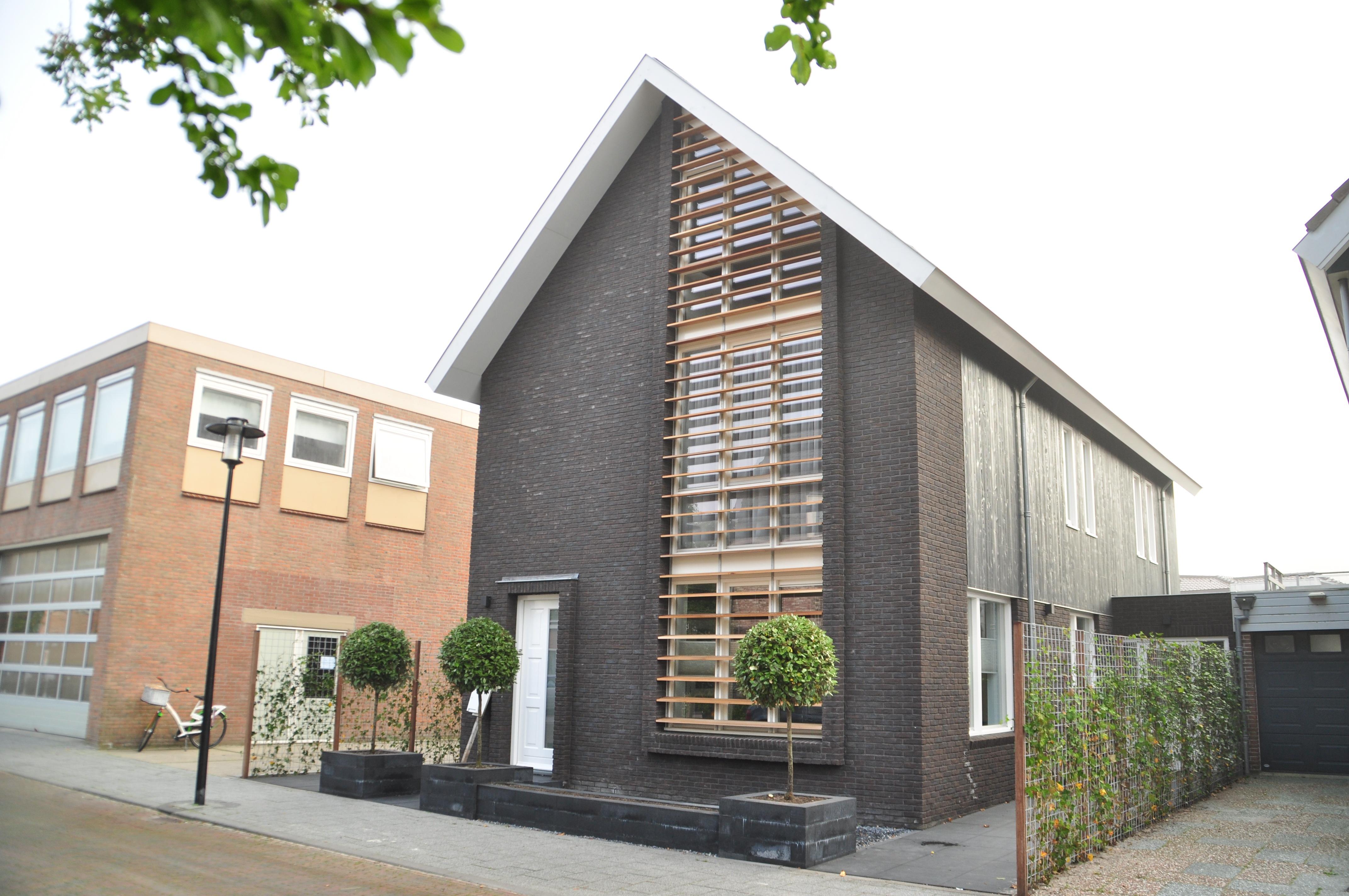 Verbouw jaren 70 zadeldak woning schagen moderne woning nico dekker ontwerp bouwkunde - Ingang van een huis ...