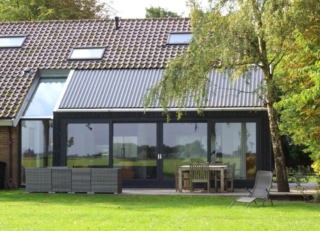 aanbouw jaren 70 modern stalen dakplaten