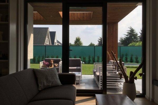 Woonkamer aan veranda