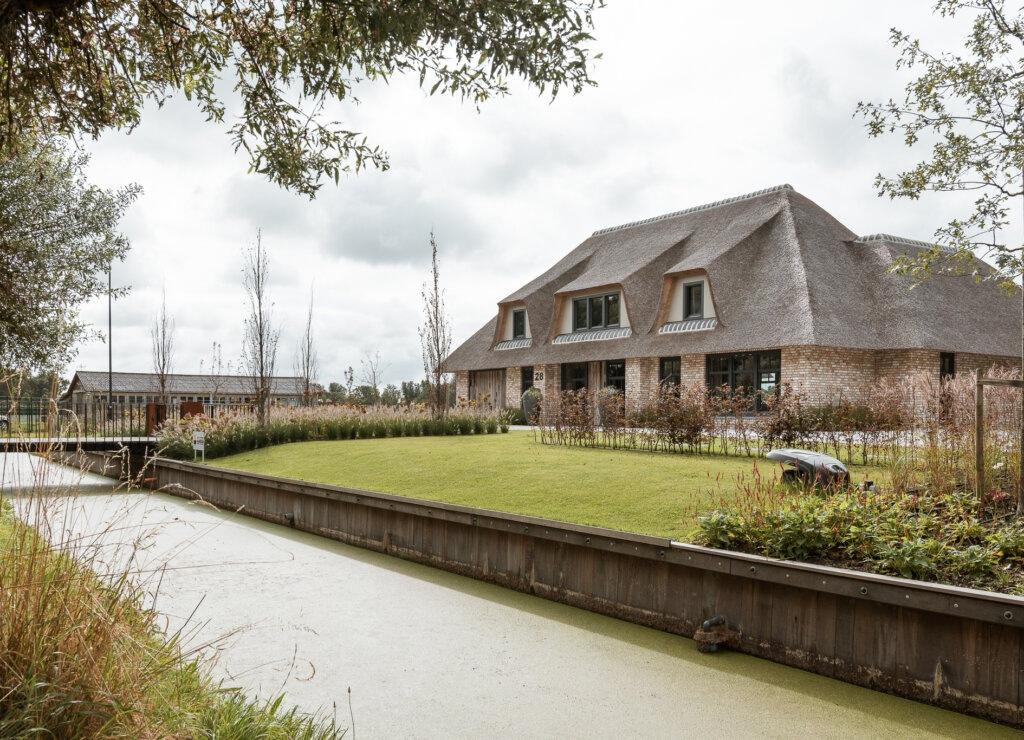 landhuis met rietgedekte kap